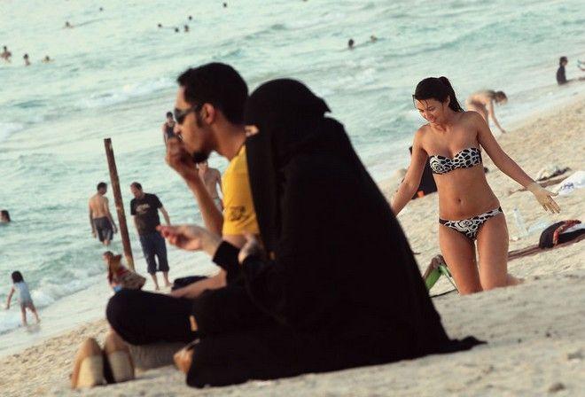 Кувейт: Край на бикините за туристките на обществени места!
