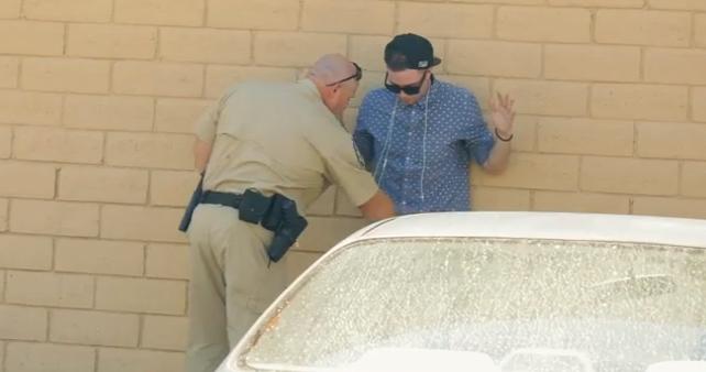 Момче се опита се да продаде марихуана на полицай